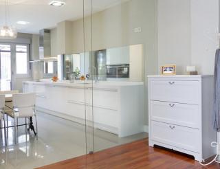 Puertas de cristal que separan estancias en una de nuestras exposiciones.