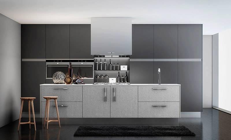 Cocina color negro y acero plata